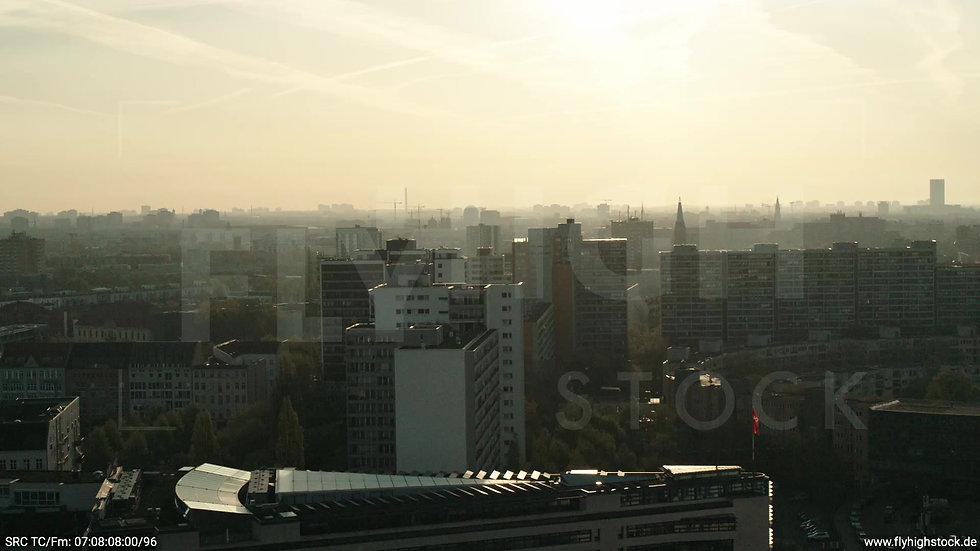 Berlin Hallesches Ufer Skyline Parallelflug morgens 3