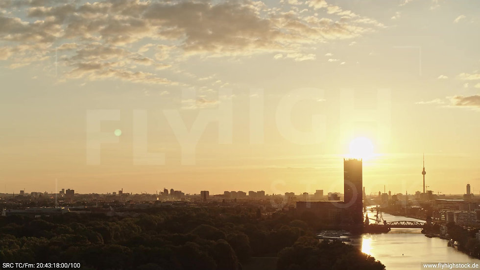 Berlin Treptower Park Skyline Zuflug abends 3