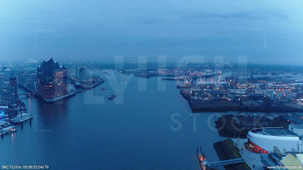 Hamburg Hafen Überflug Elbe morgens