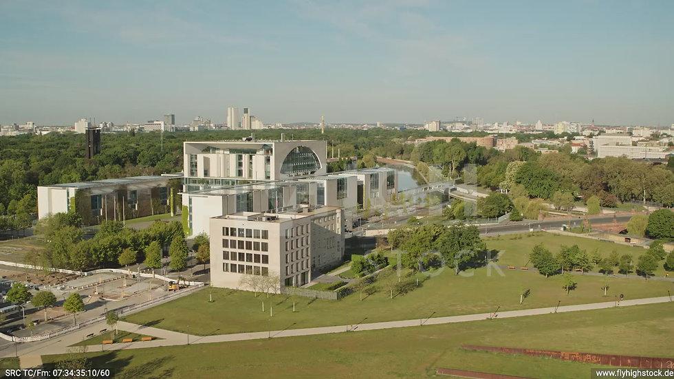 Berlin Spreebogenpark Kanzleramt tiefer Parallelflug tagsüber D031_C001