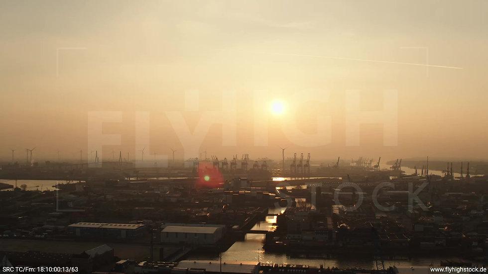 Hamburg Südwesthafen Zuflug Containerhafen abends