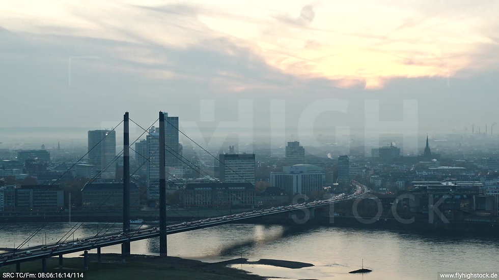 Düsseldorf Rheinkniebrücke Zuflug morgens F004_C017