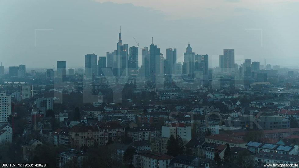 Frankfurt Ostpark Zuflug Skyline abends 6