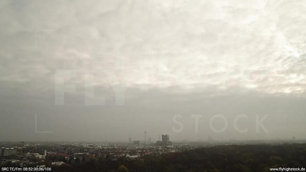 Köln Stadtwald Skyline Zuflug tagsüber