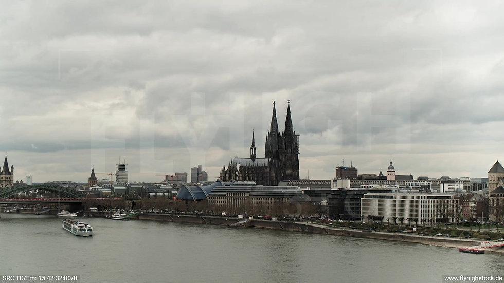 Köln Westufer Kölner Dom Hub tagsüber