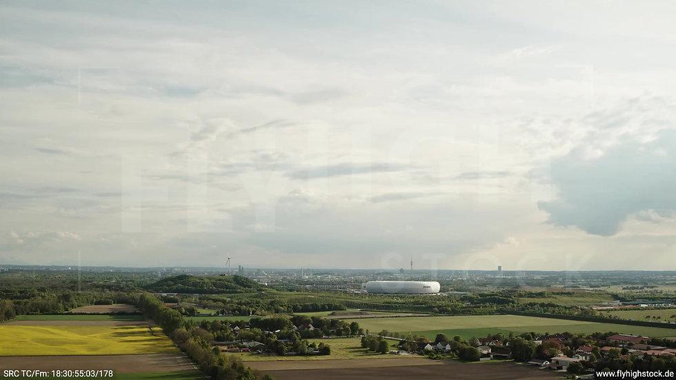 München Allianz Arena Skyline Zuflug tagsüber 4
