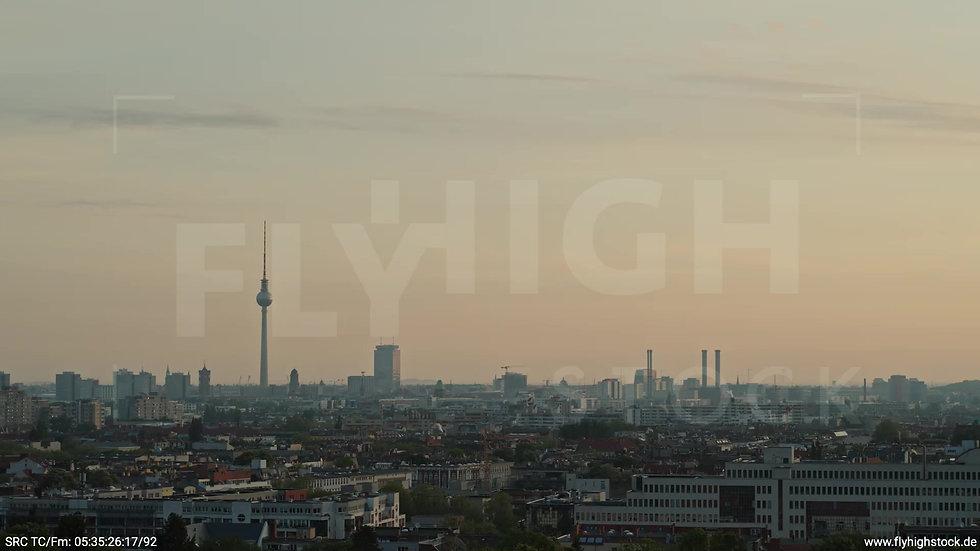 Berlin Hasenheide Skyline Rückflug morgens 4