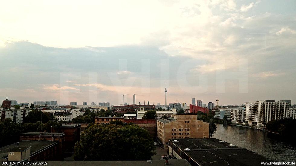 Berlin Zapf Skyline Rückflug nach oben tagsüber D002_C024