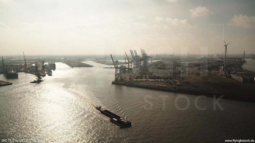 Hamburg Hafen Parallelflug Containerterminal tagsüber