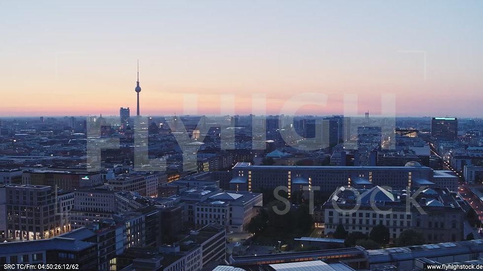 Berlin Potsdamer Platz Ost Skyline seitliches Sinken morgens D033_C007