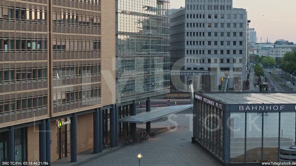 Berlin Potsdamer Platz Reichstagsgebäude Hub morgens D034_C008