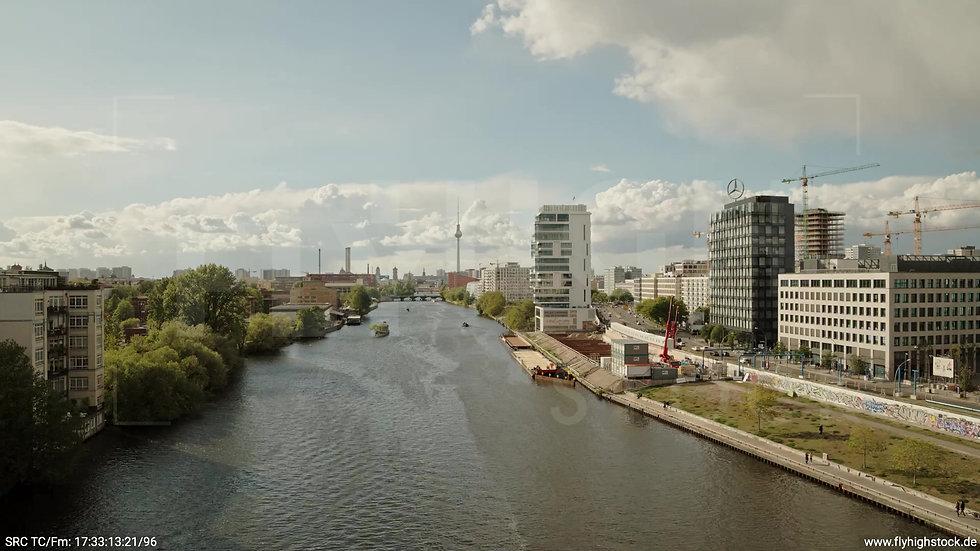 Berlin East Side Gallery Skyline Hub tagsüber 2