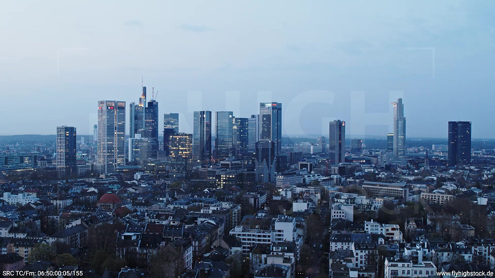 Frankfurt Grüneburgpark Parallelflug Skyline morgens 3
