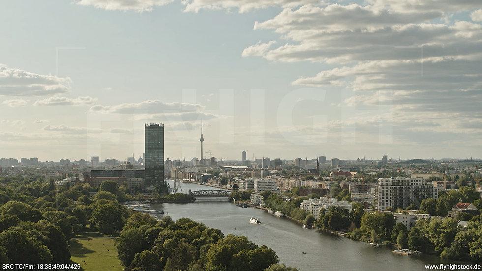 Berlin Treptower Park Skyline Hub tagsüber