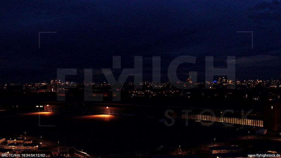 Berlin Flughafen Tempelhof Skyline Rückflug abends D009_C003
