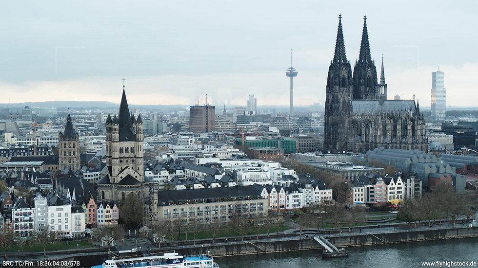 Köln Kennedy-Ufer Skyline Hub tagsüber