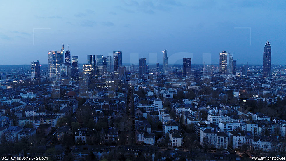 Frankfurt Grüneburgpark Hub Skyline morgens 8