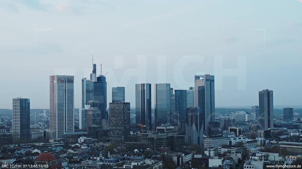 Frankfurt Grüneburgpark Parallelflug Skyline morgens 7
