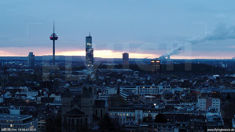 Köln Westufer Skyline Zuflug abends 4