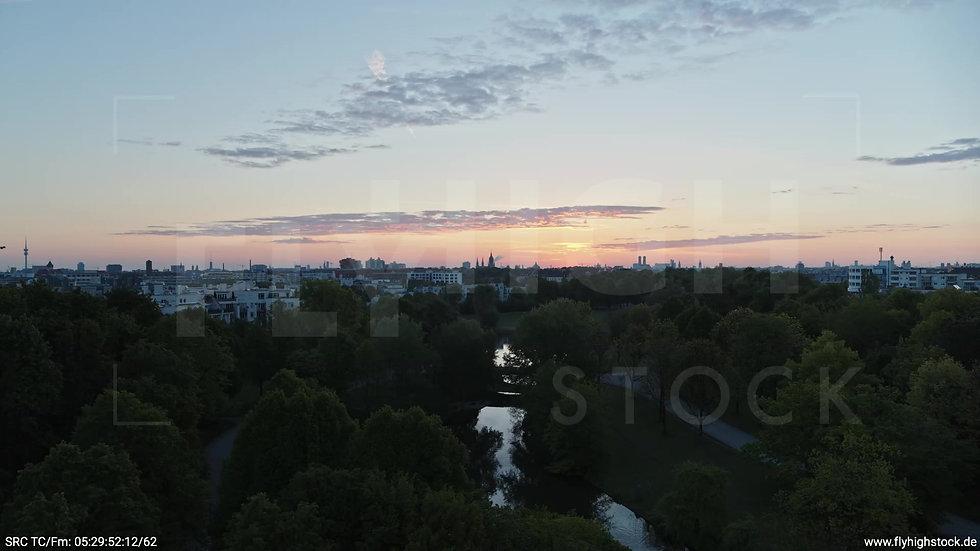 München Westpark Ost Skyline Rückflug nach oben morgens 2