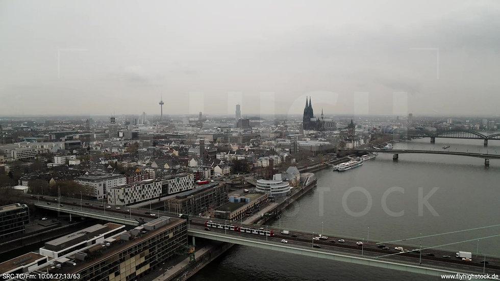 Köln Poller Wiesen Skyline Rückflug nach unten tagsüber