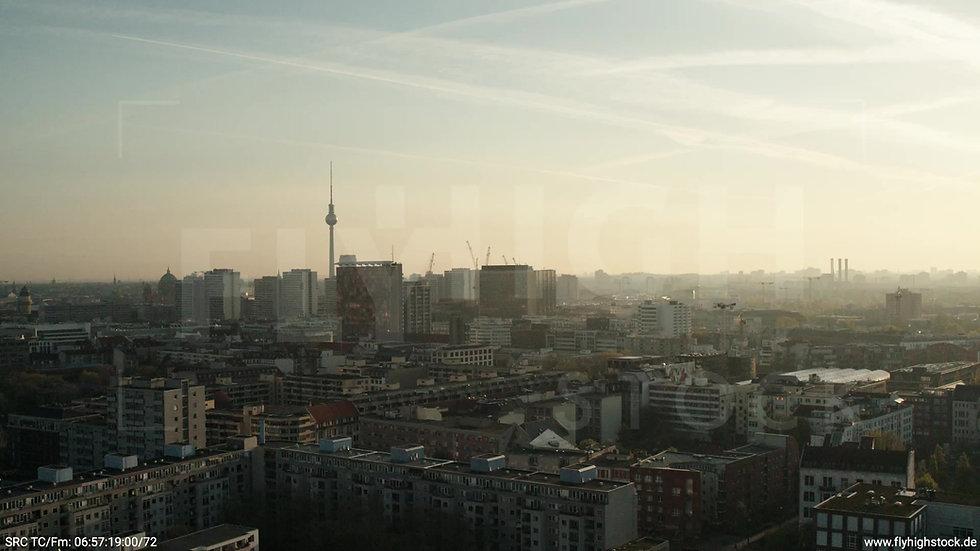 Berlin Hallesches Ufer Skyline Rückflug nach unten morgens