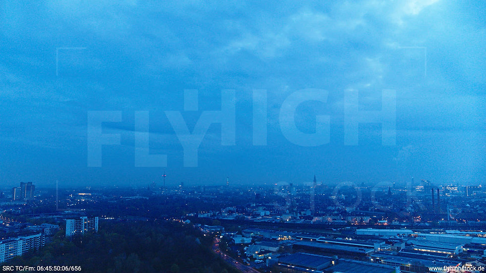 Köln Vorgebirgspark Skyline Hub morgens 2