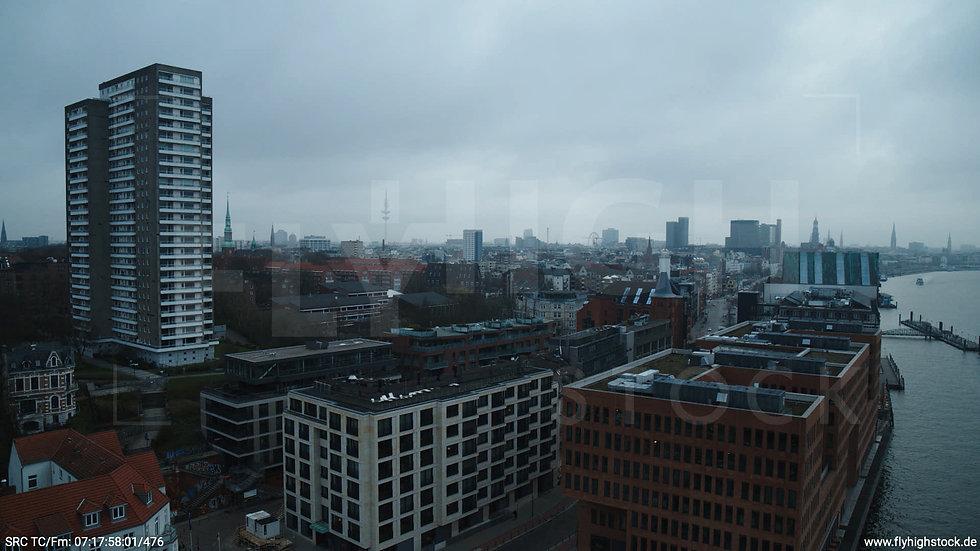 Hamburg Hafen Hub Hafenkran tagsüber bewölkt