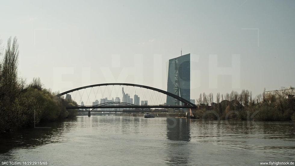Frankfurt Osthafenbrücke Hub Skyline tagsüber