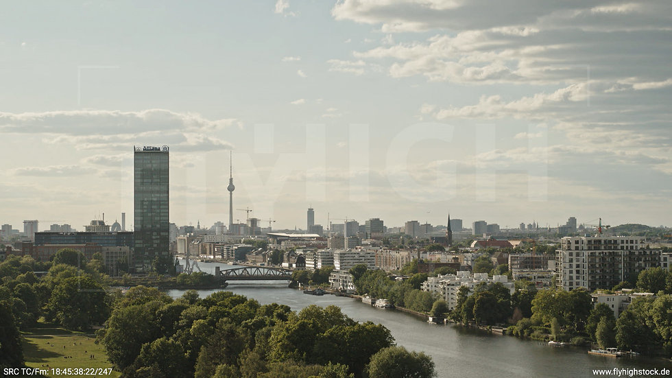Berlin Treptower Park Skyline Hub tagsüber 3