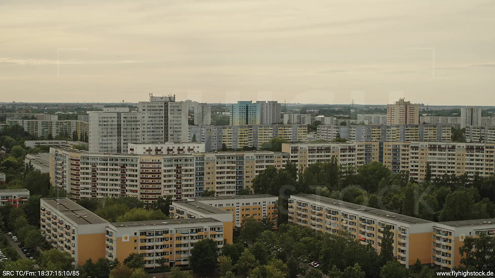 Berlin Marzahn Skyline Parallelflug tagsüber 8