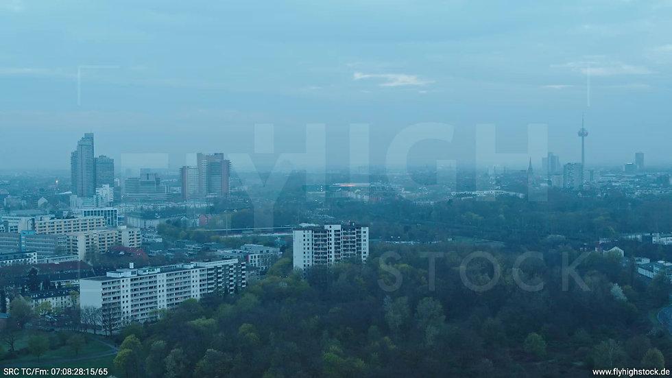 Köln Vorgebirgspark Skyline Zuflug morgens 11