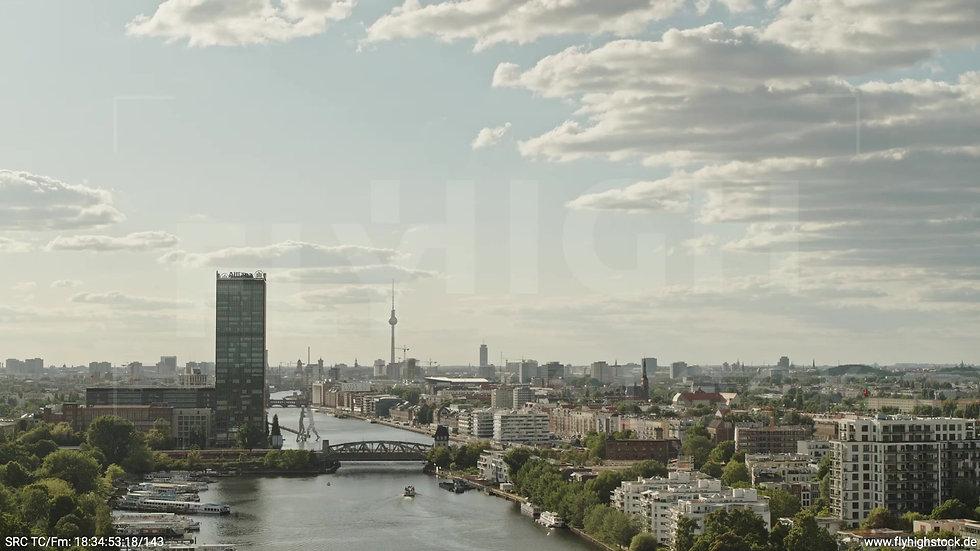 Berlin Treptower Park Skyline Rückflug tagsüber 4