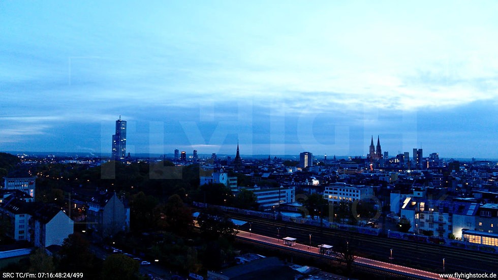 Köln Innerer Grüngürtel Skyline Zuflug nach oben morgens C025_C010