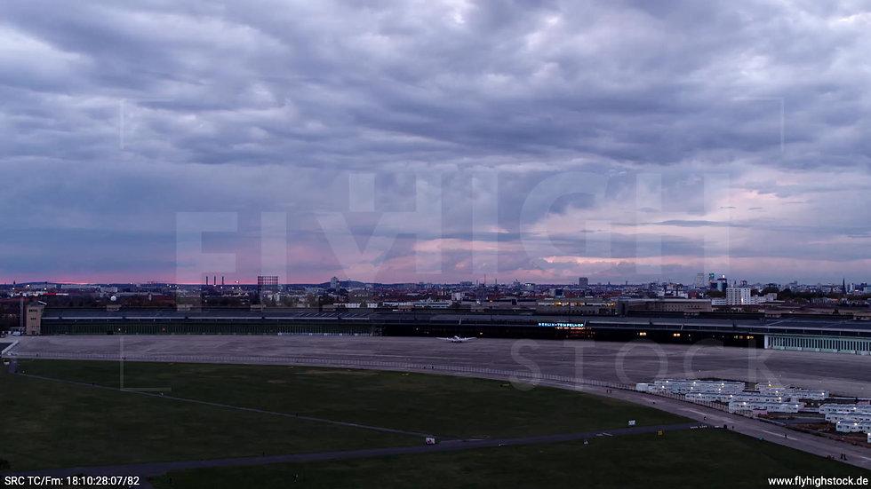 Berlin Flughafen Tempelhof tiefer Zuflug abends D007_C005