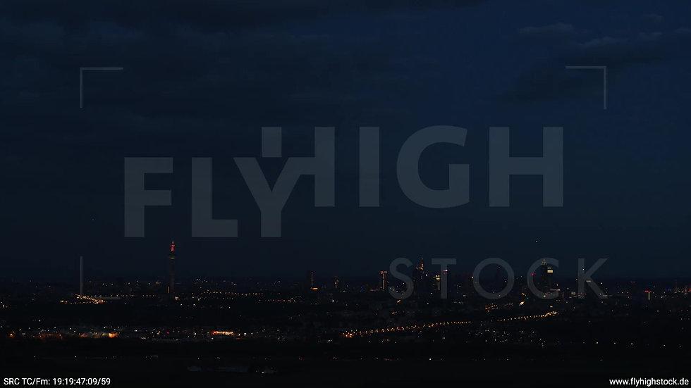 Frankfurt Skyline Zuflug abends 9