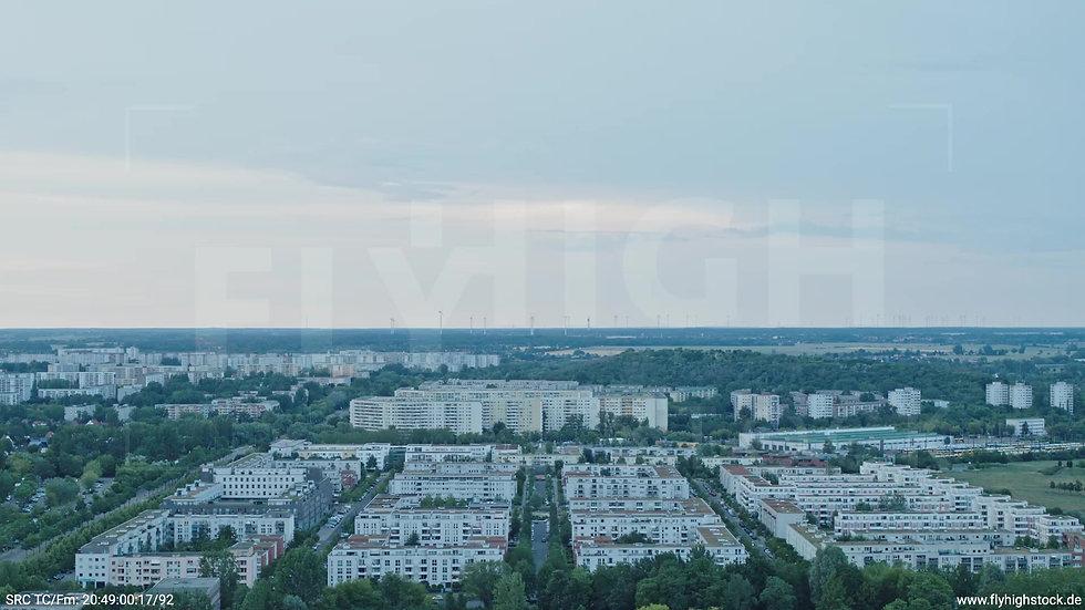 Berlin Marzahn Stadtteil-Shot Zuflug nach unten abends 2