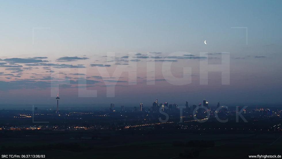Frankfurt Skyline Zuflug morgens 2