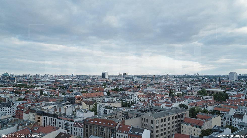 Berlin Volkspark am Weinberg Potsdamer Platz Skyline Hub abends