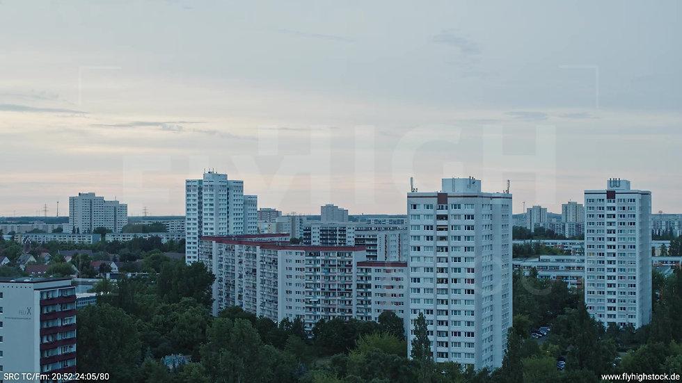 Berlin Marzahn Stadtteil-Shot Parallelflug abends 3