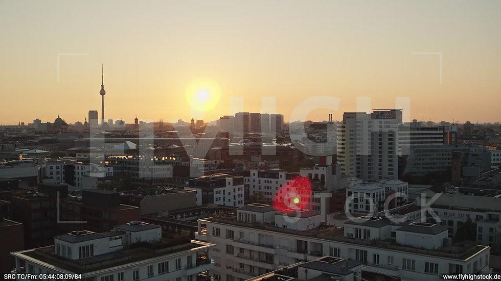 Berlin Potsdamer Platz Ost Skyline Parallelflug morgens D034_C010