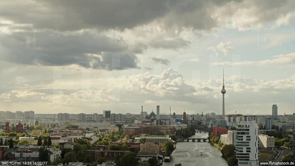 Berlin East Side Gallery Skyline Zuflug tagsüber 10