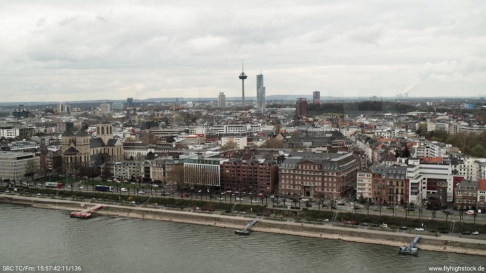 Köln Westufer Skyline Zuflug tagsüber 4