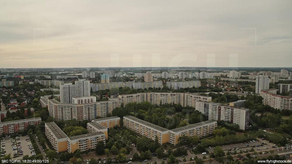 Berlin Marzahn Skyline Parallelflug tagsüber