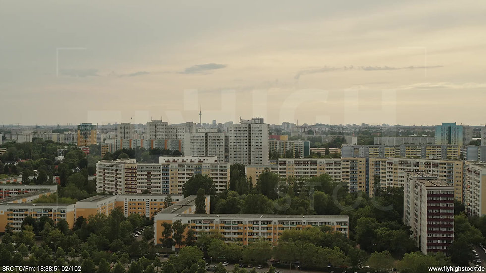 Berlin Marzahn Skyline Parallelflug tagsüber 9