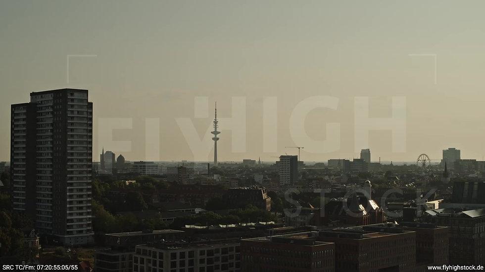 Hamburg Altonaer Holzhafen Skyline Zuflug morgens 4