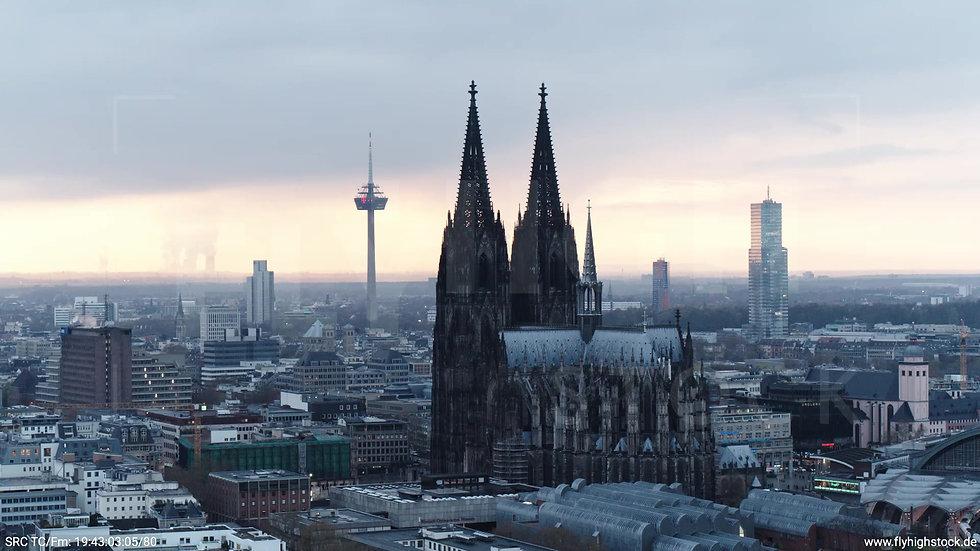 Köln Kennedy-Ufer Skyline Zuflug tagsüber 11