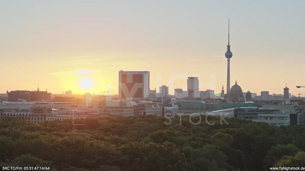 Berlin Tiergarten Brandenburger Tor Parallelflug morgens D029_C008