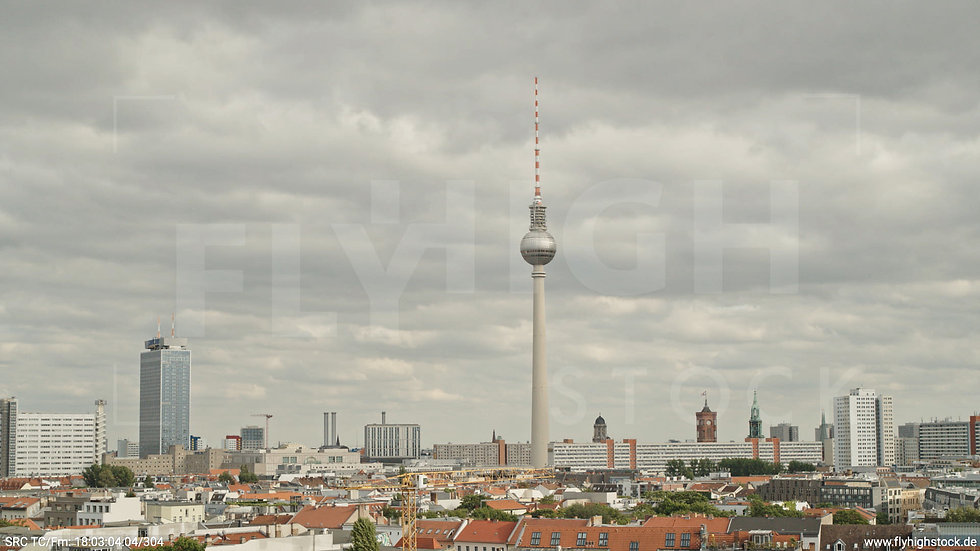 Berlin Volkspark am Weinberg Alexanderplatz Skyline Hub tagsüber 5