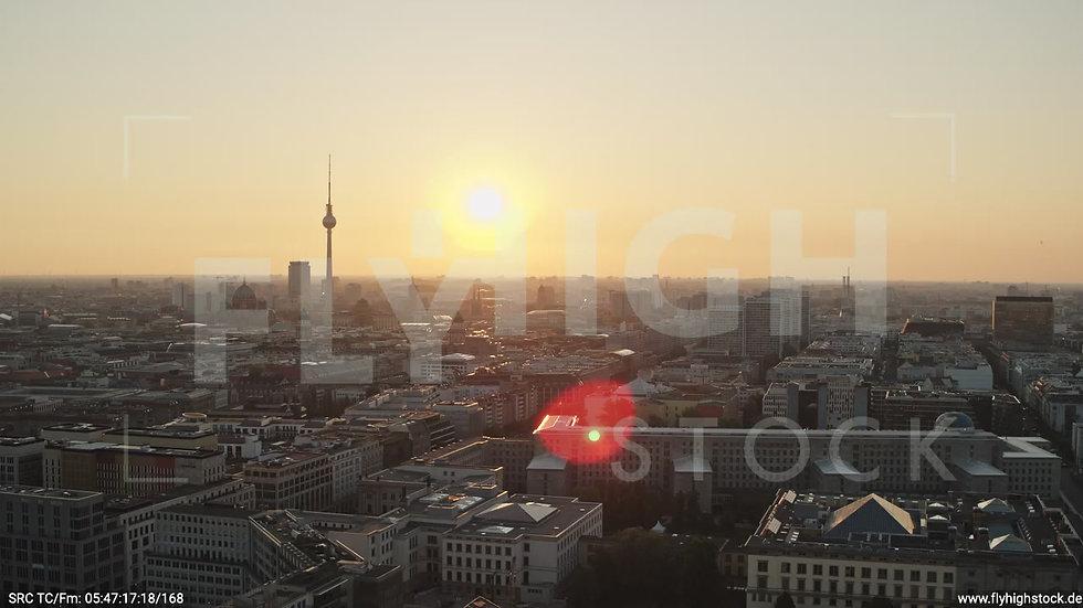 Berlin Potsdamer Platz Ost Skyline Parallelflug morgens D034_C014